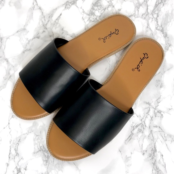 Qupid Shoes - NEW Simple One Band Slip On Slide Sandals Black